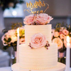 Оформление свадебного стола для молодоженов, гостей по правилам этикета и модным трендам